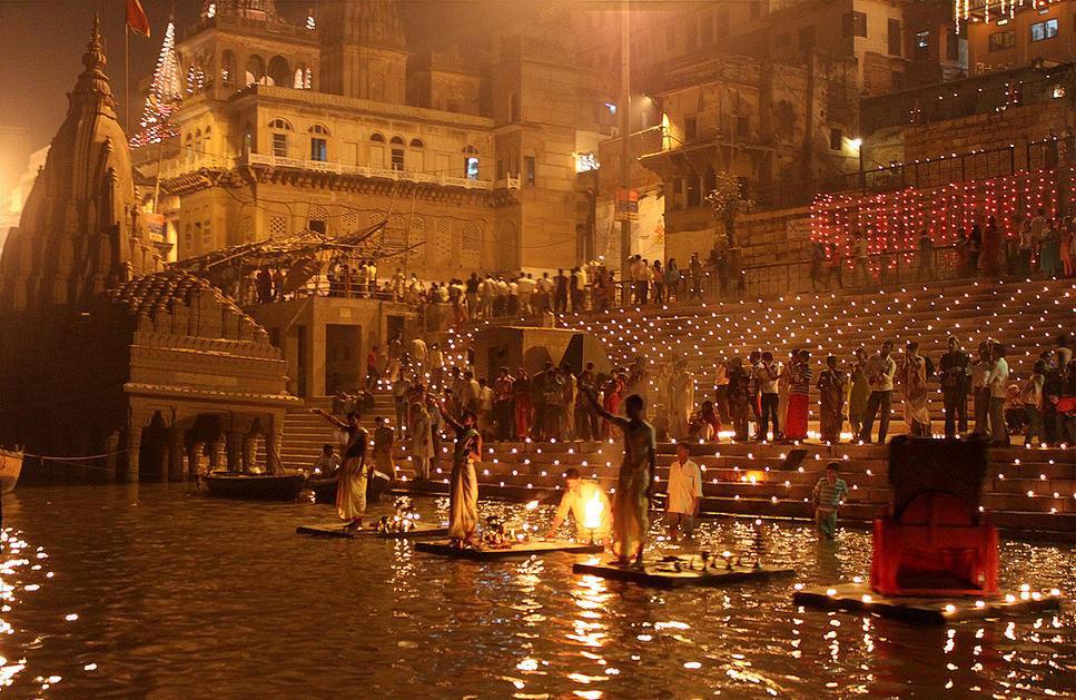 Manikarnika-Ghat-Varanasi1
